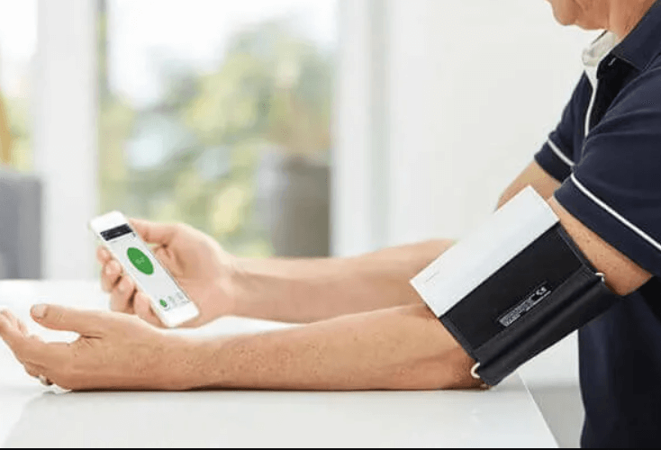 wear the QardioArm monitor to monitor blood pressure on Apple Watch